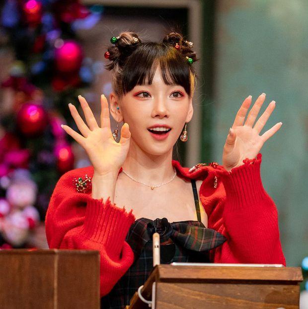 Taeyeon (SNSD) ngồi cạnh nhóm nữ hồi sinh sau 10 năm: Rồi ai mới là tiền bối? - Ảnh 4.