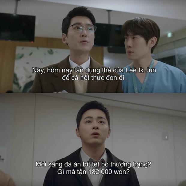 6 điểm siêu nhí nhố ở Hospital Playlist 2 tập 2: Ik Jun bị hành cho ra bã vẫn đủ sức tấu hài, Song Hwa đợi gì mà chưa đổ? - Ảnh 2.