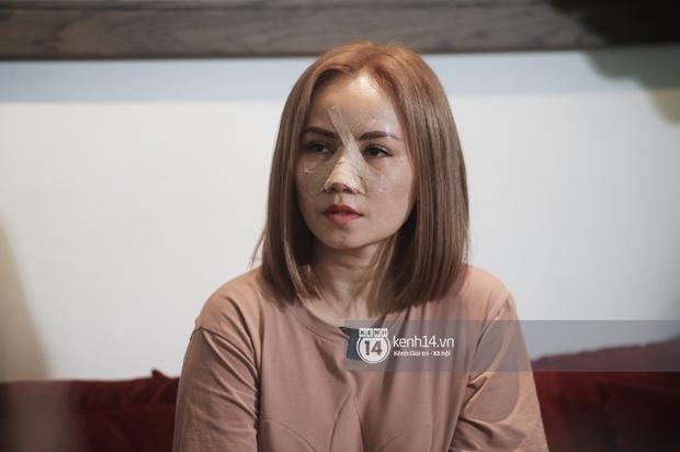 Họp báo vụ Cô Xuyến Hoàng Yến bị bạo hành: Chồng dí dao vào mặt khi đang ngủ cùng, con gái chứng kiến bố dượng dọa đâm chết mẹ - Ảnh 5.