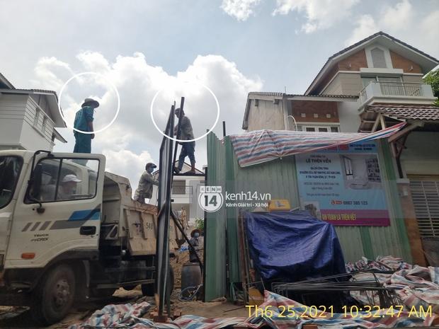 Công trình nhà 22 tỷ của Thuỷ Tiên vẫn đang xây dựng giữa dịch phức tạp, xuất hiện loạt công nhân không đeo khẩu trang - Ảnh 4.