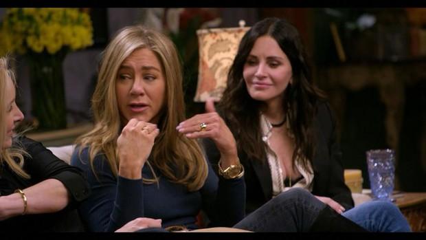 Jennifer Aniston tiết lộ mối quan hệ hiện tại với Brad Pitt - Ảnh 2.