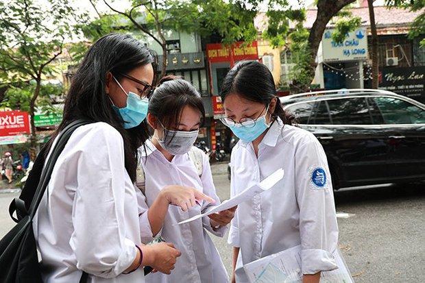 Có hai trường THPT ở Hà Nội công bố điểm thi, điểm trúng tuyển vào lớp 10 - Ảnh 1.