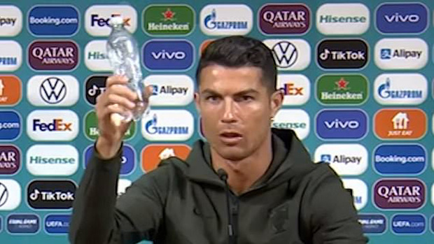 Đồng đội tiết lộ thực đơn không Coca Cola được Ronaldo sử dụng hàng ngày, nghe xong các fan không khỏi trầm trồ - Ảnh 1.