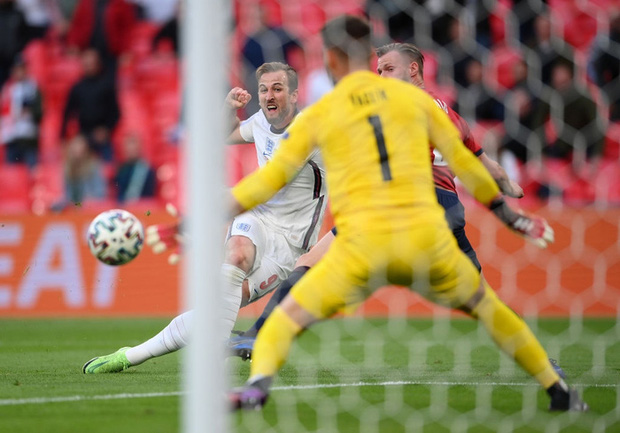 Top 5 ngôi sao gây thất vọng nhất tại vòng bảng Euro 2020 - Ảnh 5.