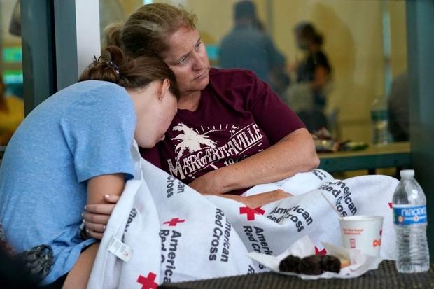 Hiện trường đổ nát vụ sập chung cư kinh hoàng ở Miami (Mỹ) - Ảnh 7.