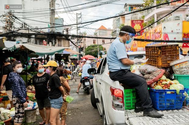 Nhiều chuỗi lây nhiễm xuất hiện tại chợ truyền thống, Chủ tịch UBND TP: Chúng ta nên nghiên cứu, có thể tiểu thương bán luân phiên - Ảnh 1.