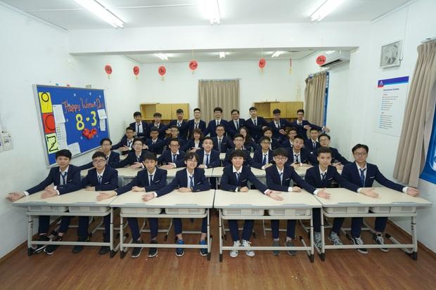 Lớp nhà người ta: Rủ nhau thi trường chuyên hot nhất nhì Hà Nội, 19 người cùng đỗ chuyên Vật lý - Ảnh 1.