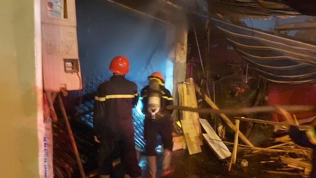 Cháy lớn tại cơ sở gia công gỗ, thiệt hại hàng trăm triệu đồng - Ảnh 3.