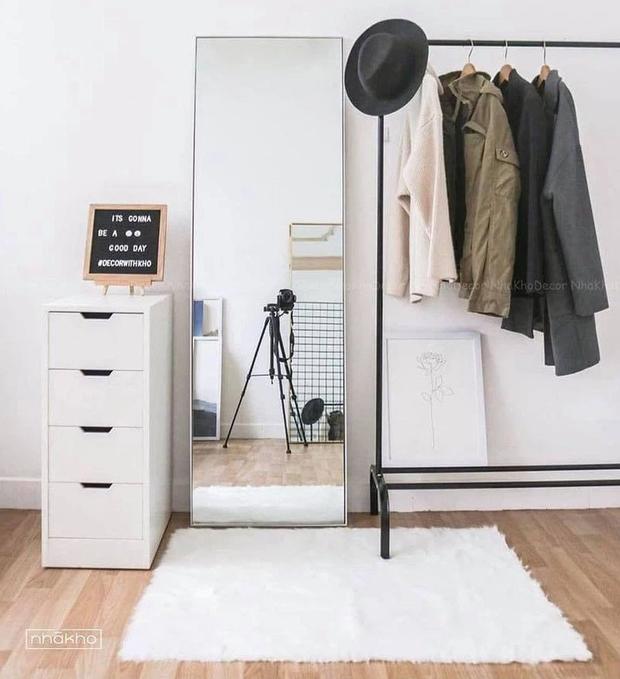 Decor phòng xịn xò với nội thất trắng kem giống Linh Ngọc Đàm: Rèm, tủ giá mềm nhưng ghế sofa muốn đẹp phải chịu chi - Ảnh 7.
