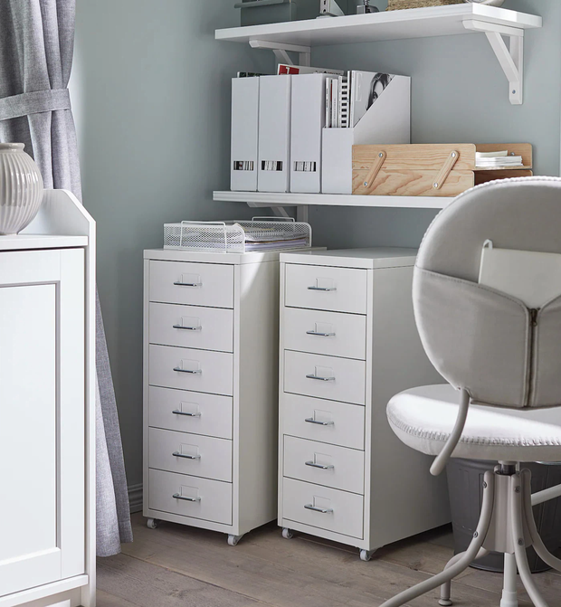 Decor phòng xịn xò với nội thất trắng kem giống Linh Ngọc Đàm: Rèm, tủ giá mềm nhưng ghế sofa muốn đẹp phải chịu chi - Ảnh 5.
