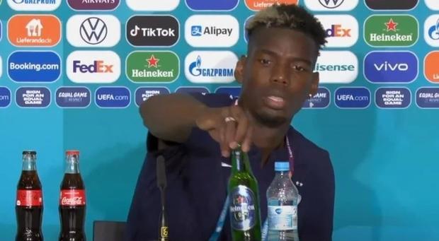 Không cho phép cầu thủ tự ý cất chai Coca Cola giống Ronaldo nhưng UEFA lại chấp nhận thay đổi vì một hành động của Pogba  - Ảnh 2.
