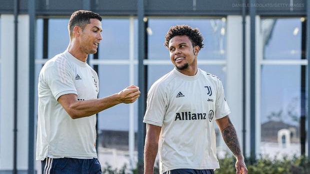 Sao trẻ kể về cú sốc trong lần đầu gặp Ronaldo, vào thời điểm CR7 chỉ mặc vỏn vẹn đồ lót - Ảnh 1.