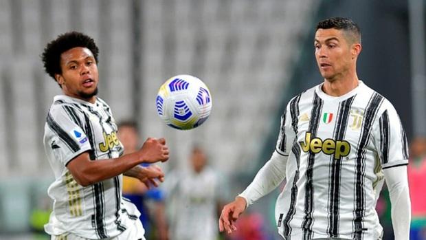 Sao trẻ kể về cú sốc trong lần đầu gặp Ronaldo, vào thời điểm CR7 chỉ mặc vỏn vẹn đồ lót - Ảnh 2.