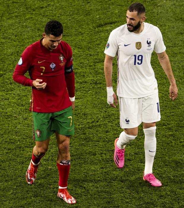 Hé lộ bí mật đáng yêu nhất mùa Euro 2020: Ronaldo bảo vệ đôi chân bằng hình ảnh của bạn gái Georgina - Ảnh 2.