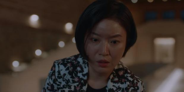 Mợ út (Lee Bo Young) bất ngờ nhận mình giết chồng ở Mine nhưng trùm cuối thật là kẻ không ai ngờ tới? - Ảnh 6.