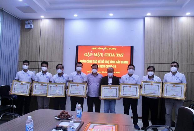Các y bác sĩ Huế và Đà Nẵng hoàn thành nhiệm vụ tại Bắc Giang, quay trở về địa phương - Ảnh 1.