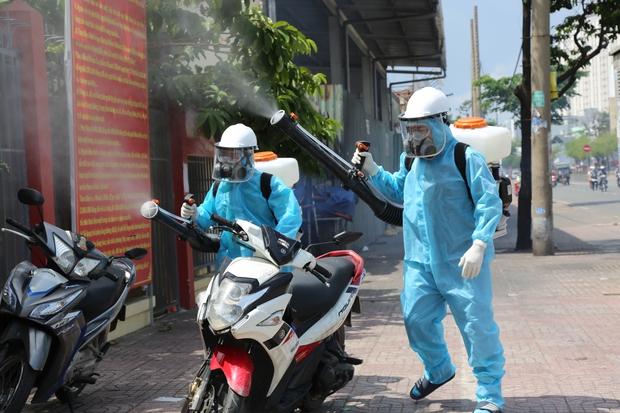TP.HCM ghi nhận thêm 200 ca nhiễm trong 24h, 12 trường hợp chưa rõ nguồn lây - Ảnh 1.