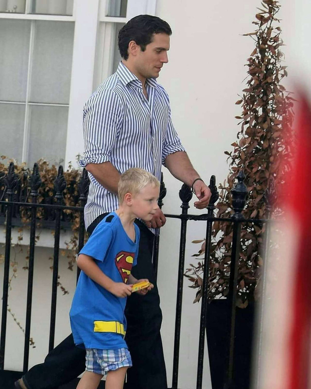 Bị phạt vì tự nhận là cháu của siêu nhân, cậu bé 7 tuổi dẫn luôn tài tử Superman đến minh oan trước sự ngỡ ngàng của giáo viên - Ảnh 2.
