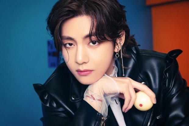 Bộ ảnh đầu tiên của BTS cho màn comeback mới: Style bốt lông không hiểu nổi, 1 thành viên visual lột xác gây sốc - Ảnh 2.