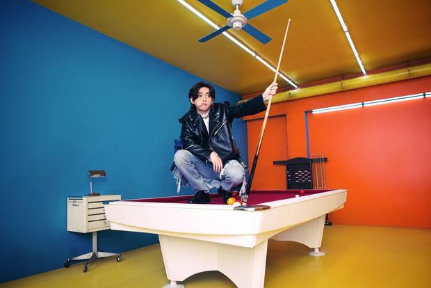 Bộ ảnh đầu tiên của BTS cho màn comeback mới: Style bốt lông không hiểu nổi, 1 thành viên visual lột xác gây sốc - Ảnh 12.