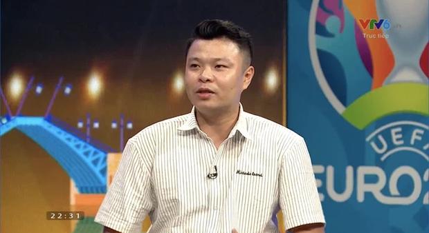 BLV Quốc Khánh cứu nguy cho khách mời một bàn trông thấy vì sự cố dùng sai từ - Ảnh 2.