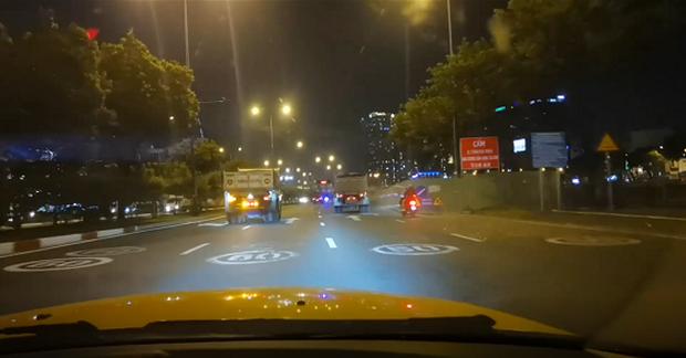 Xử phạt hành chính với 2 lái xe trong vụ đoàn xe ben vượt đèn đỏ, phóng như bay trên đại lộ Võ Văn Kiệt - Ảnh 2.