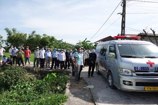 Vụ thảm án rúng động Thái Bình: Kẻ sát nhân vui vẻ, bắt tay hàng xóm trên đường đi đầu thú - Ảnh 1.