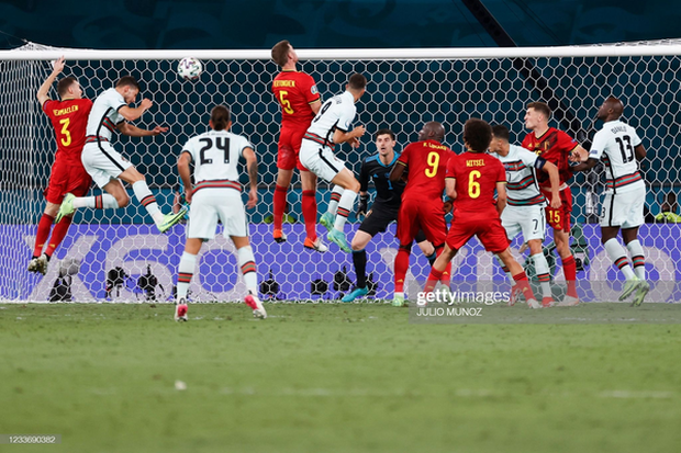 Ronaldo im tiếng, Bồ Đào Nha chính thức trở thành cựu vương Euro - Ảnh 2.