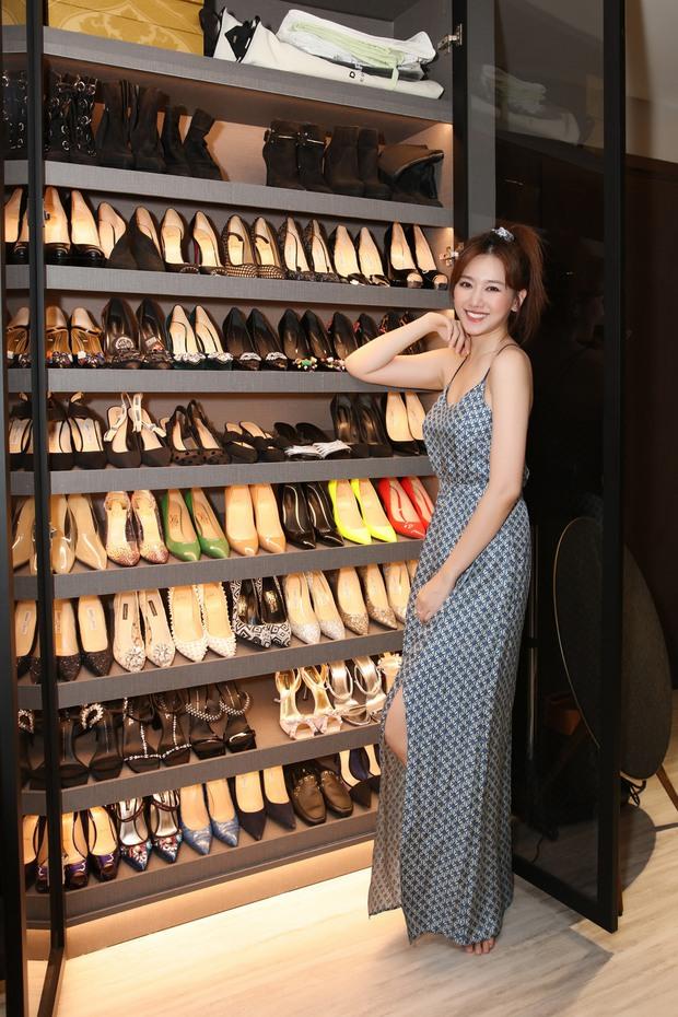 Cuối cùng Hari Won cũng lộ trọn vóc dáng giữa tin đồn mang thai, ai dè tủ giày siêu khủng bên cạnh thành tâm điểm - Ảnh 2.