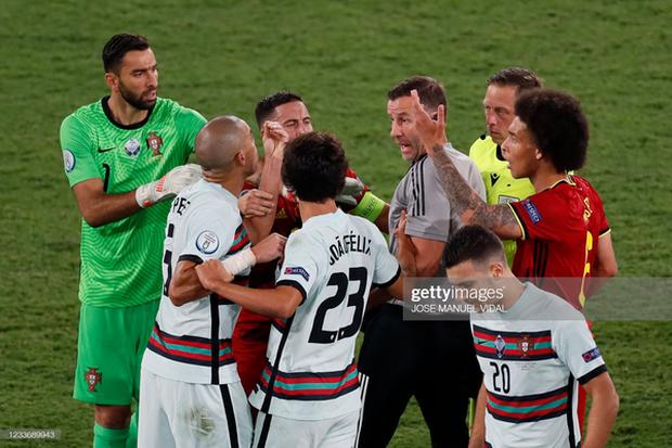 Ronaldo im tiếng, Bồ Đào Nha chính thức trở thành cựu vương Euro - Ảnh 3.