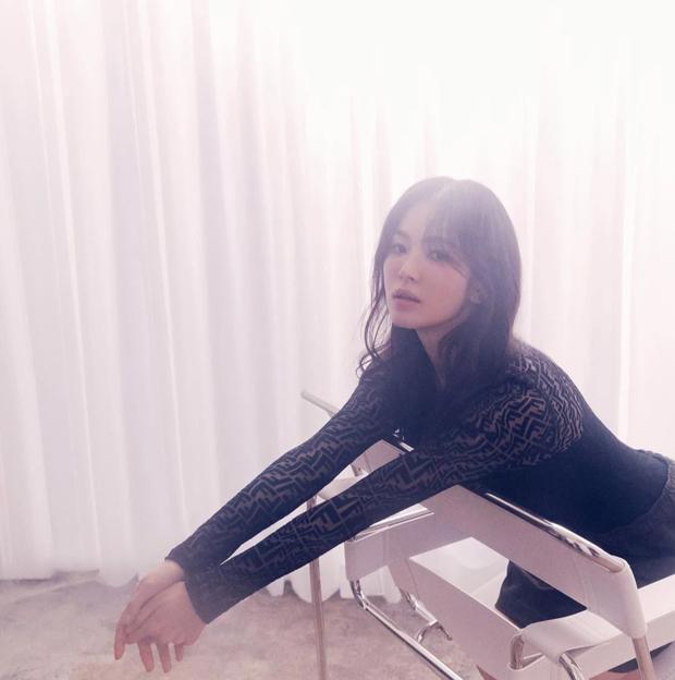 Vạn vật đổi thay riêng nhan sắc Song Hye Kyo là bất biến, nhìn ảnh tạp chí mới mà dân tình gào rú: Đẹp, đẹp, đẹp quá đáng! - Ảnh 6.