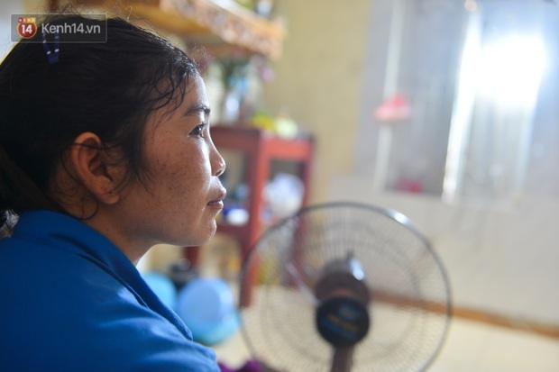Công nhân thu gom rác bị nợ lương ở Hà Nội nghẹn ngào khi được nhiều mạnh thường quân ủng hộ: Tôi vui lắm... có hôm thức cả đêm ở lều vì sợ mất tiền - Ảnh 5.