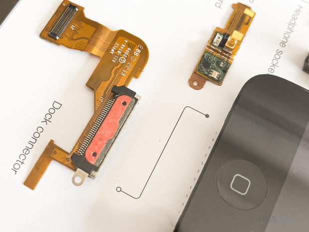 """Mổ bụng xem """"nội tạng"""" của những mẫu iPhone để thấy Apple đã tỉ mỉ và cầu toàn đến thế nào! - Ảnh 9."""