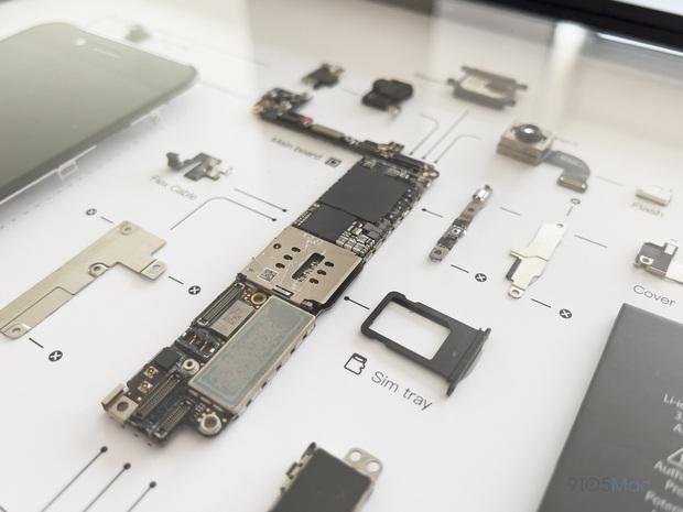 """Mổ bụng xem """"nội tạng"""" của những mẫu iPhone để thấy Apple đã tỉ mỉ và cầu toàn đến thế nào! - Ảnh 22."""