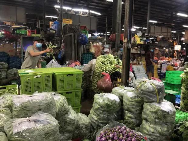 Tây Ninh ngưng giao nhận hàng hoá về chợ đầu mối ở TP.HCM, giá rau củ quả lập tức tăng - Ảnh 1.