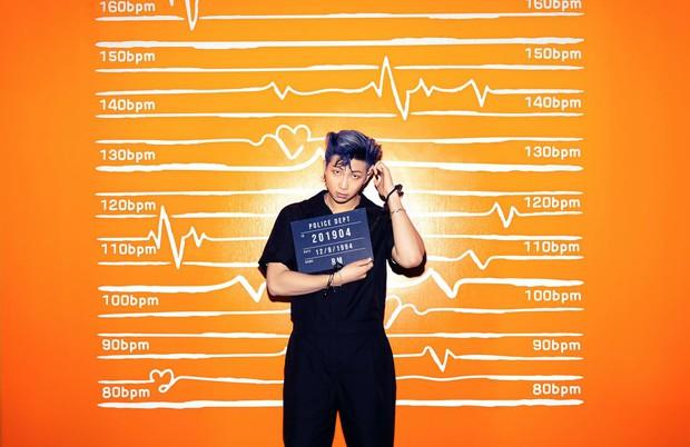 BTS hoá tù nhân vì phạm tội gây thương nhớ với visual cool ngầu, nhưng chiếc còng tay màu hường là sao hả Jungkook ơi? - Ảnh 7.