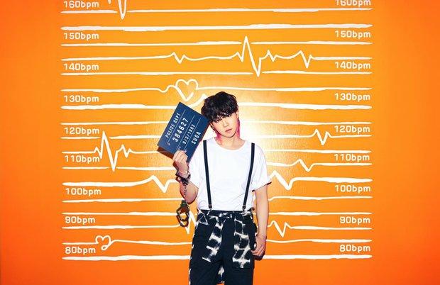 BTS hoá tù nhân vì phạm tội gây thương nhớ với visual cool ngầu, nhưng chiếc còng tay màu hường là sao hả Jungkook ơi? - Ảnh 8.