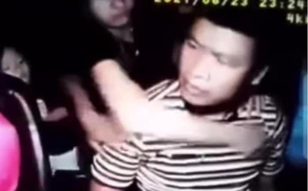 Thanh niên đánh tài xế taxi đổ máu ở Bình Phước đã đưa vợ, con rời khỏi nơi tạm trú - Ảnh 1.