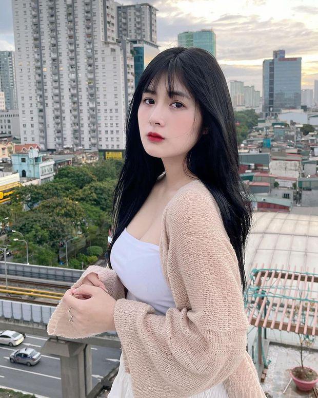 Cộng đồng ngớ người với hình ảnh mới của Quỳnh Alee, tâm điểm chú ý chính là vòng một khủng - Ảnh 3.