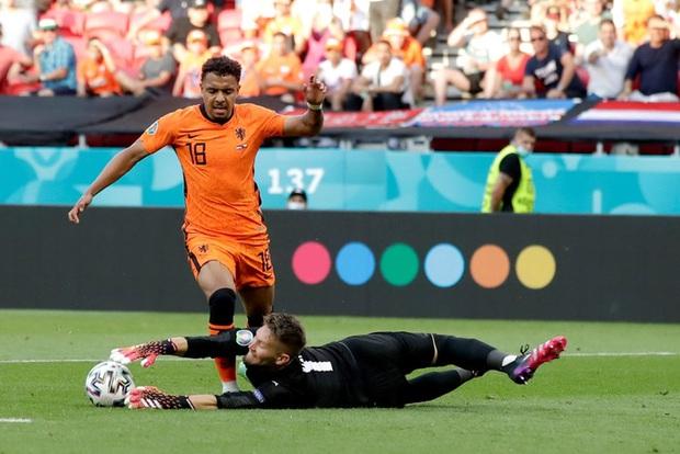 Hậu vệ trụ cột trở thành tội đồ, ăn thẻ đỏ tai hại khiến Hà Lan phải dừng bước ở vòng 1/8 Euro 2020 - Ảnh 5.