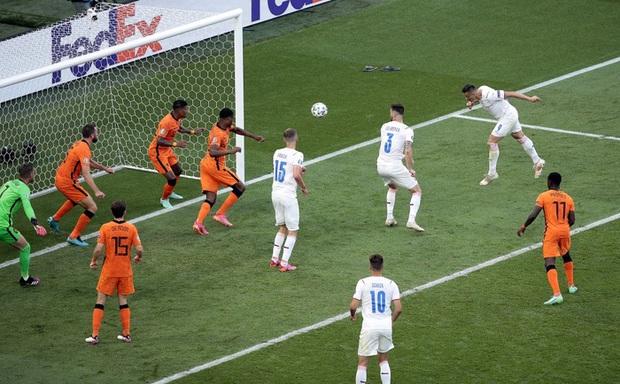 Hậu vệ trụ cột trở thành tội đồ, ăn thẻ đỏ tai hại khiến Hà Lan phải dừng bước ở vòng 1/8 Euro 2020 - Ảnh 8.