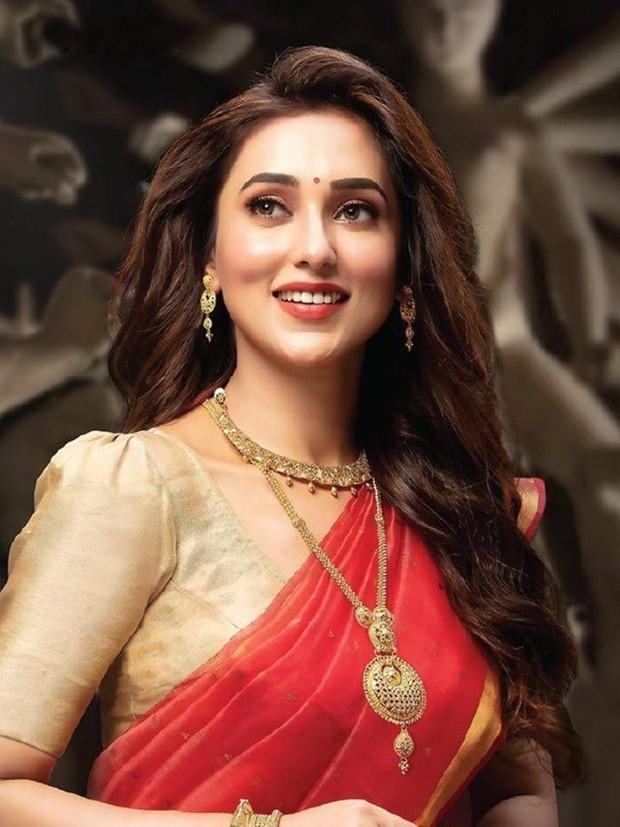 Nữ diễn viên Ấn Độ tiêm phải vaccine Covid-19 giả, ốm nặng kèm đau bụng suốt 4 ngày - Ảnh 2.