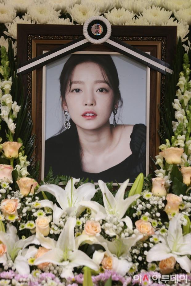 Mỹ nhân Hàn bị bạo hành: Mỹ nhân Hậu Duệ Mặt Trời - Goo Hara bị đánh dã man, rùng mình Choi Jin Sil tự tử liên hoàn và sao nữ sảy thai - Ảnh 10.