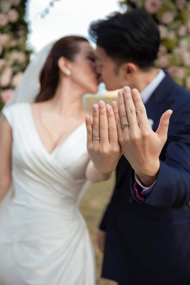 HOT: Hoa hậu Thu Hoài và bạn trai kém 10 tuổi chính thức thành vợ chồng hợp pháp, hé lộ luôn ảnh cưới cực tình! - Ảnh 3.