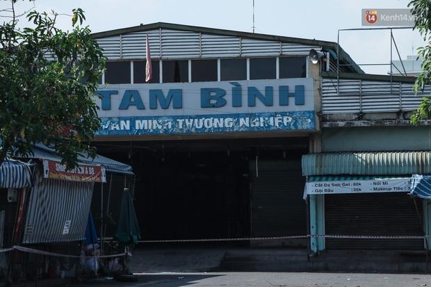 Hàng loạt chợ truyền thống ở Sài Gòn tạm đóng cửa, giăng dây phong toả vì Covid-19 - Ảnh 15.