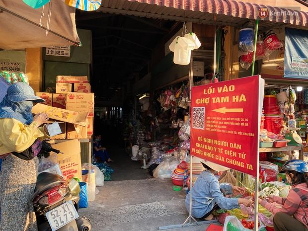 Hàng loạt chợ truyền thống ở Sài Gòn tạm đóng cửa, giăng dây phong toả vì Covid-19 - Ảnh 13.