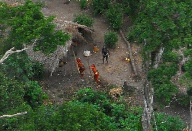 Bí ẩn bộ lạc không thèm giao tiếp với thế giới hơn 60.000 năm, cứ thấy người lạ tới gần là vác cung ra bắn chết - Ảnh 7.