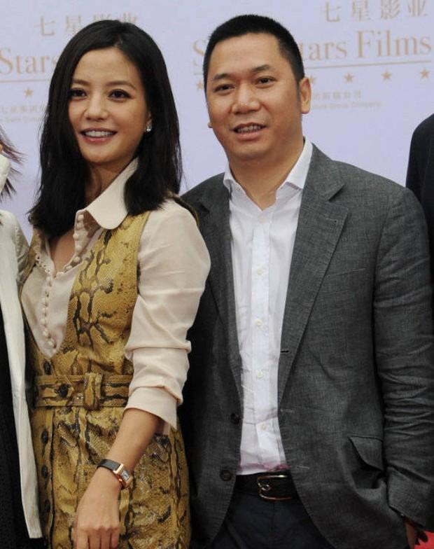 Triệu Vy xoã hết mình giữa lúc chồng đại gia phá sản, vỡ nợ 900 tỷ đồng và bị loạt công ty réo tên trước toà - Ảnh 2.