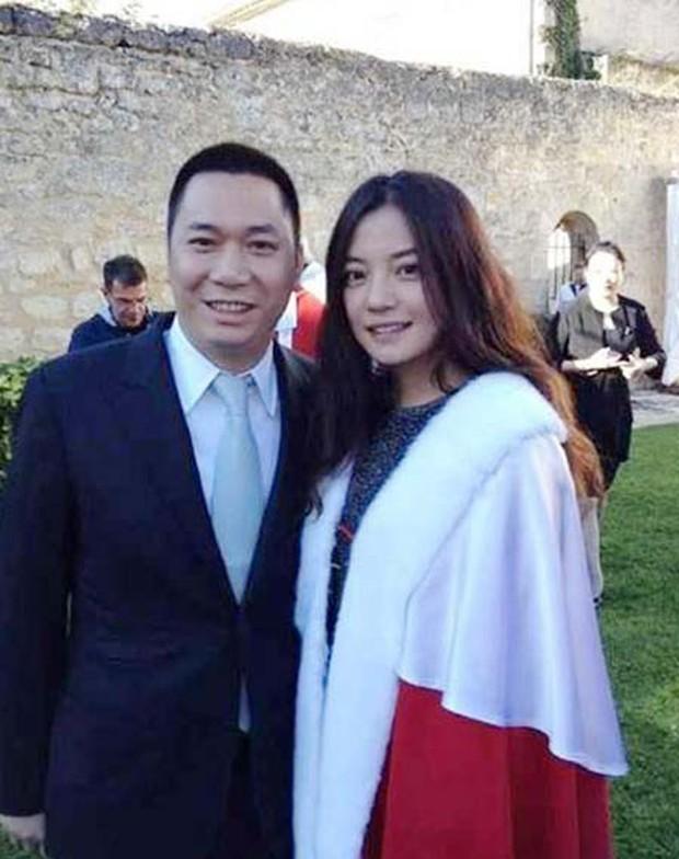Triệu Vy xoã hết mình giữa lúc chồng đại gia phá sản, vỡ nợ 900 tỷ đồng và bị loạt công ty réo tên trước toà - Ảnh 6.