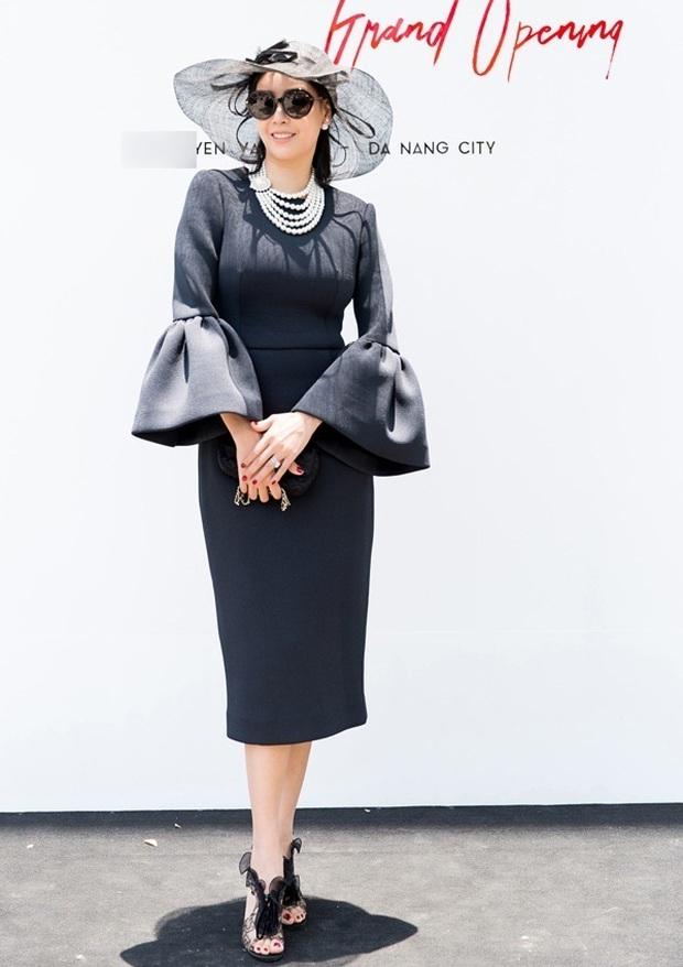 Cách ăn mặc giống như thân thế của Hoa hậu Hà Kiều Anh vậy, chưa ngã ngũ! - Ảnh 10.